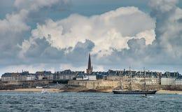 Красивый осенний взгляд st-Malo, старого города пирата Стоковые Изображения