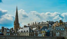 Красивый осенний взгляд st-Malo, старого города пирата Стоковые Фото