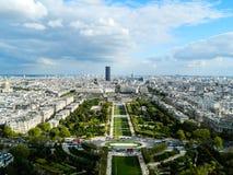 Красивый панорамный взгляд города Парижа в солнечной погоде Стоковая Фотография RF