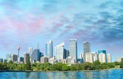 Красивый панорамный горизонт Сиднея, NSW - Австралии Стоковые Фотографии RF