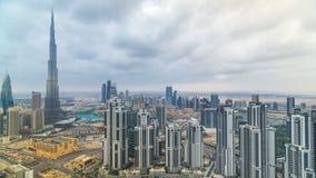 Красивый панорамный горизонт timelapse Дубай, Объединенных эмиратов Взгляд небоскребов мира известных акции видеоматериалы