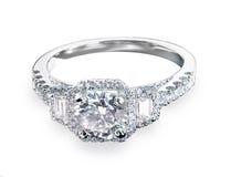Красивый пасьянс кольца диапазона engagment свадьбы диаманта с mul Стоковые Фото