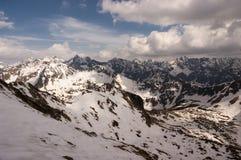 Красивый пейзаж больших снежных горных пиков Стоковое Изображение RF