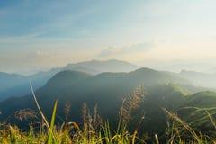 Красивый пейзаж горы в Chiang Rai, Таиланде Стоковое Изображение
