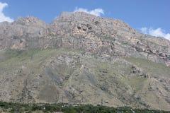 Красивый пейзаж гор Кавказа Стоковые Изображения RF