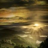Красивый пейзаж захода солнца горы стоковое фото rf