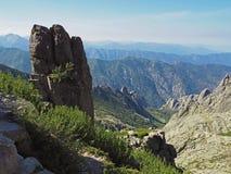 красивый пейзаж озера высокой горы в corsician alpes с Стоковая Фотография RF