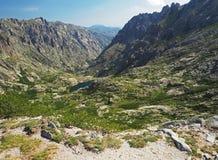 Красивый пейзаж 2 озер высокой горы в corsician alpes Стоковое Изображение
