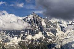 Красивый пейзаж Aiguille du Midi и ледника Стоковое Изображение RF