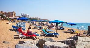 Красивый песчаный пляж в Malgrat de mar около Чёрного моря Стоковые Фото