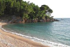 Красивый песчаный пляж в Черногории Стоковое Изображение