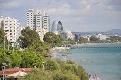 Красивый пляж Лимасола в Кипре стоковые изображения