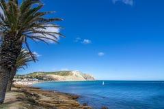 Красивый пляж на побережье Алгарве в Португалии Стоковое фото RF