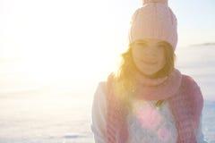Красивый портрет девушки над предпосылкой зимы Стоковые Фотографии RF