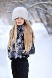 Красивый портрет женщины в зиме Стоковые Фотографии RF