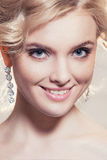 Красивый портрет женщины с белокурыми волосами с составом вечера Стоковое фото RF
