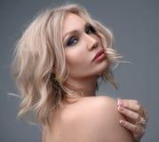 Красивый портрет женщины с макияжем стоковые изображения rf