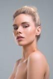 Красивый портрет студии красоты женщины Стоковое Фото