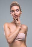 Красивый портрет студии красоты женщины Стоковые Фото