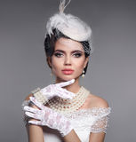 Красивый портрет элегантной женщины моды Брюнет с красотой m Стоковое Изображение