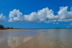 Красивый португальский пляж острова с водой бирюзы, Mozambiq Стоковые Изображения RF