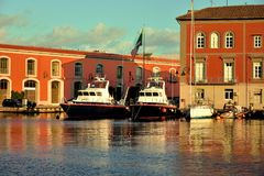 Красивый порт морем в котором яхты стоковые изображения rf