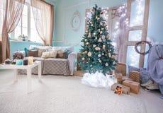 Красивый праздник Нового Года украсил комнату Стоковое Изображение RF