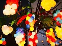 Красивый производя букет красочного светлого шарика был повешен на t Стоковые Фото