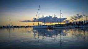 Красивый промежуток времени от ветрил-дока, озеро Balaton Венгрии, Szigliget вечера акции видеоматериалы