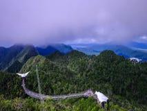 Красивый промежуток времени тумана на мосте неба сток-видео
