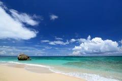 Красивый пляж в Окинаве Стоковые Изображения