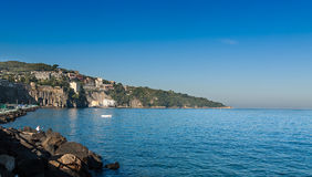Красивый пляж в Сорренто Италии Стоковое Изображение