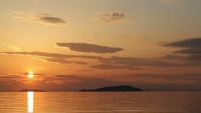 Красивый пляж захода солнца и ландшафт моря акции видеоматериалы