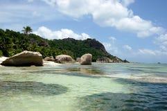 Красивый пляж на тропическом Ла Digue острова в Сейшельских островах Стоковое Фото