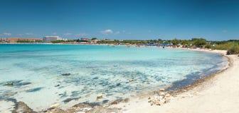 Красивый пляж на южном побережье Италии стоковая фотография