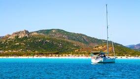 Красивый пляж Порту Taverna, на восточном побережье Sardi Стоковые Фото