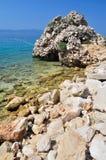 Красивый пляж с камнями на Podgora, Хорватии Стоковые Изображения