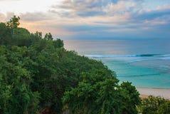 Красивый пляж Pabang Pabang, осматривает сверху только перед заходом солнца bali Индонесия Съешьте, помолите, полюбите Джулию Rob Стоковое Изображение RF