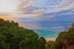 Красивый пляж Pabang Pabang, осматривает сверху только перед заходом солнца bali Индонесия Съешьте, помолите, полюбите Джулию Rob Стоковая Фотография RF