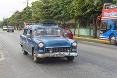 Красивый ретро автомобиль в Кубе Стоковые Изображения RF