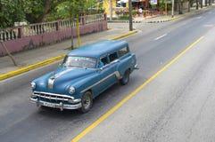 Красивый ретро автомобиль в Кубе Стоковые Изображения