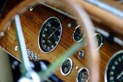 Красивый ретро автомобиль Элегантность и стиль первой части XX cen стоковые фотографии rf