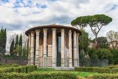 Красивый римский висок Геркулеса Виктора (Геркулеса победитель или Геркулеса Olivarius) стоковые фотографии rf