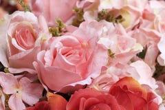 Красивый розовых искусственных цветков стоковое изображение