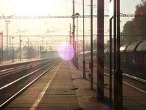 Красивый романтичный восход солнца на вокзале стоковые фото