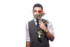 Красивый романтичный счастливый человек с розовым цветком Стоковое Фото