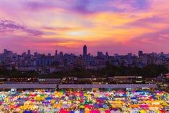 Красивый рынок выходных города вида с воздуха неба захода солнца с центральным делом городским Стоковое Изображение