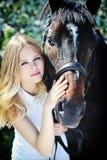 Красивый сад девушки и лошади весной Стоковое фото RF
