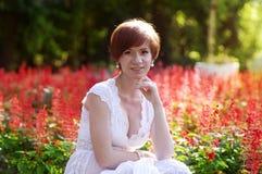 Красивый сад невесты весной Стоковые Изображения