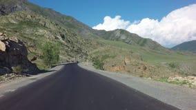 Красивый серпентин горы Chuysky Trakt сток-видео